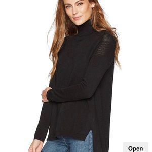 Lark and R0 100% cashmere black sweater